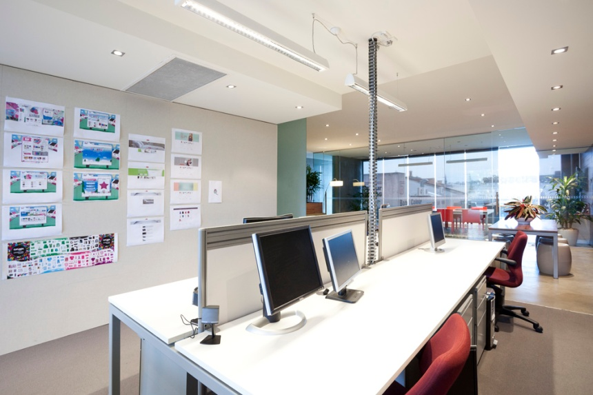 SMALL OFFICE INTERIOR DESIGN_STRAIGHT WORKSTATIONS